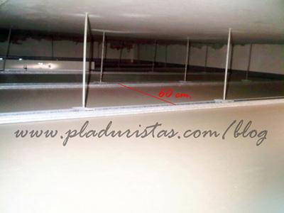 Montaje incorrecto de la perfileria de un falso techo de Pladur en Barcelona.