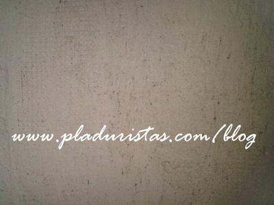 Colocación de la malla de Plástico para reparar la fisura de la pared